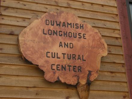 Duwamish_Longhouse_sign_cgnio0